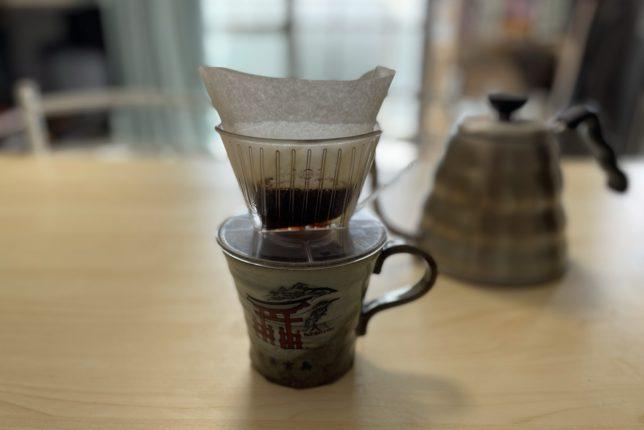コーヒー豆を蒸しるのは粉からコーヒーの旨みを抽出しやすくするため