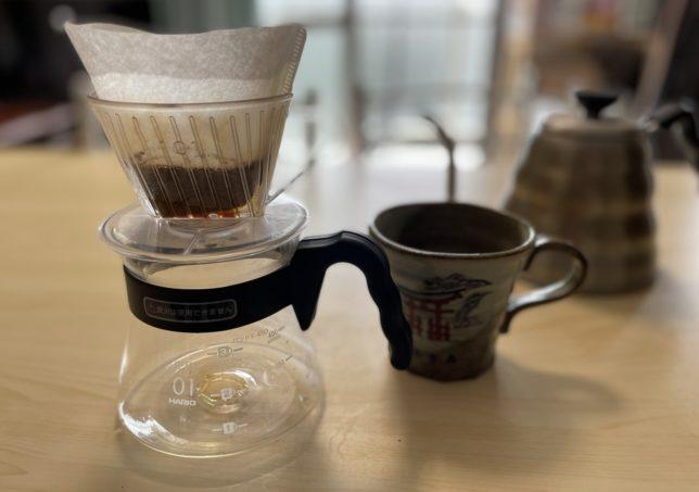コーヒーサーバーにドリッパーを移動する